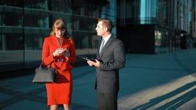 Επιχειρηματίας που απορρίπτει την προσφορά του επιχειρηματία απόθεμα βίντεο