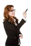 Επιχειρηματίας που γράφει με τη μάνδρα στην αφηρημένη οθόνη Στοκ Φωτογραφία
