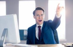 0 επιχειρηματίας που δείχνει και που φωνάζει Στοκ εικόνες με δικαίωμα ελεύθερης χρήσης