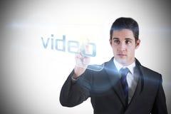 Επιχειρηματίας που δείχνει το βίντεο λέξης Στοκ Φωτογραφία