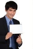 Επιχειρηματίας που δείχνει το σημειωματάριο Στοκ φωτογραφία με δικαίωμα ελεύθερης χρήσης