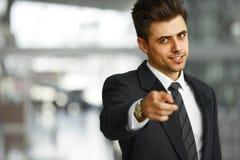 επιχειρηματίας που δείχ&nu επιτυχία Στοκ Εικόνες