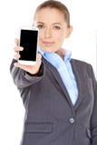 Επιχειρηματίας που επιδεικνύει το κινητό τηλέφωνό της Στοκ εικόνες με δικαίωμα ελεύθερης χρήσης