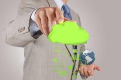 Επιχειρηματίας που εργάζεται με ένα διάγραμμα υπολογισμού σύννεφων νέο στον ομο Στοκ Φωτογραφίες