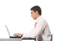 Επιχειρηματίας που εργάζεται με το lap-top στοκ φωτογραφία με δικαίωμα ελεύθερης χρήσης