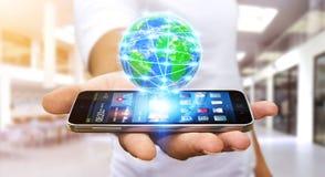 Επιχειρηματίας που κάνει σερφ στο διαδίκτυο με το σύγχρονο κινητό τηλέφωνο Στοκ Εικόνες
