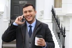 Επιχειρηματίας που καλεί τηλεφωνικώς από την πόρτα σπιτιών Στοκ Εικόνα