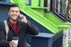 Επιχειρηματίας που καλεί τηλεφωνικώς από την πόρτα σπιτιών Στοκ φωτογραφία με δικαίωμα ελεύθερης χρήσης