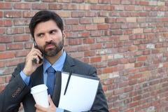 0 επιχειρηματίας που καλεί τηλεφωνικώς Στοκ Εικόνες