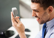 0 επιχειρηματίας που καλεί το τηλέφωνο στην αρχή Στοκ φωτογραφίες με δικαίωμα ελεύθερης χρήσης