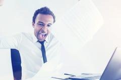 Επιχειρηματίας που κουράζεται της γραφικής εργασίας του Στοκ Φωτογραφία