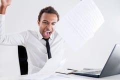 Επιχειρηματίας που κουράζεται της γραφικής εργασίας Στοκ φωτογραφία με δικαίωμα ελεύθερης χρήσης