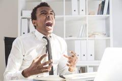 Επιχειρηματίας που κουράζεται της εργασίας Στοκ φωτογραφίες με δικαίωμα ελεύθερης χρήσης