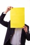 Επιχειρηματίας που κρατά ένα κενό έγγραφο Στοκ εικόνα με δικαίωμα ελεύθερης χρήσης