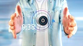 Επιχειρηματίας που κρατά ένα κουμπί μιας έξυπνης εγχώριας αυτοματοποίησης app - τρισδιάστατης Στοκ Φωτογραφίες