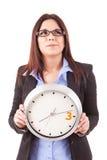 Επιχειρηματίας που κρατά ένα ρολόι Στοκ εικόνα με δικαίωμα ελεύθερης χρήσης