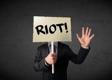 Επιχειρηματίας που κρατά ένα σημάδι διαμαρτυρίας Στοκ εικόνα με δικαίωμα ελεύθερης χρήσης