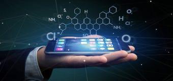 Επιχειρηματίας που κρατά ένα τρισδιάστατο μόριο απομονωμένο δομή ο απόδοσης Στοκ εικόνα με δικαίωμα ελεύθερης χρήσης