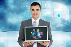 Επιχειρηματίας που κρατά ένα lap-top με τη γραφική παράσταση Στοκ Εικόνες