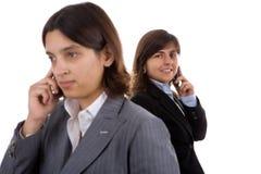 επιχειρηματίας που κρατά τα κινητά τηλέφωνα δύο Στοκ φωτογραφίες με δικαίωμα ελεύθερης χρήσης