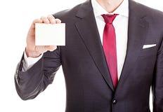 Επιχειρηματίας που κρατά τη μικρή κενή κάρτα Στοκ φωτογραφία με δικαίωμα ελεύθερης χρήσης