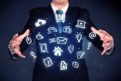 Επιχειρηματίας που κρατά τις μπλε εφαρμογές Στοκ φωτογραφίες με δικαίωμα ελεύθερης χρήσης