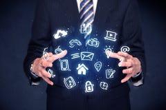 Επιχειρηματίας που κρατά τις μπλε εφαρμογές Στοκ Φωτογραφίες