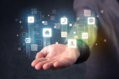Επιχειρηματίας που κρατά τις μπλε εφαρμογές Στοκ εικόνα με δικαίωμα ελεύθερης χρήσης