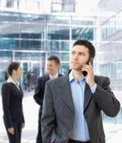 Επιχειρηματίας που μιλά σε κινητό Στοκ φωτογραφία με δικαίωμα ελεύθερης χρήσης