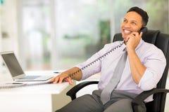 Επιχειρηματίας που μιλά στο τηλέφωνο Στοκ Εικόνα