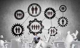 Επιχειρηματίας που ονειρεύεται για τη μελλοντική επιχείρηση Στοκ εικόνες με δικαίωμα ελεύθερης χρήσης
