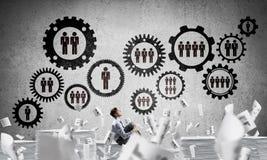 Επιχειρηματίας που ονειρεύεται για τη μελλοντική επιχείρηση Στοκ φωτογραφία με δικαίωμα ελεύθερης χρήσης