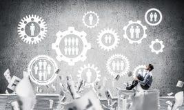 Επιχειρηματίας που ονειρεύεται για τη μελλοντική επιχείρηση Στοκ Εικόνες