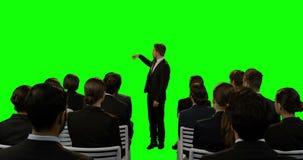 Επιχειρηματίας που παρουσιάζει για τη φουτουριστική ψηφιακή οθόνη απόθεμα βίντεο
