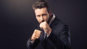 0 επιχειρηματίας που παρουσιάζει πυγμές Στοκ Εικόνες