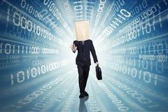 Επιχειρηματίας που περπατά με το δυαδικό κώδικα Στοκ εικόνα με δικαίωμα ελεύθερης χρήσης