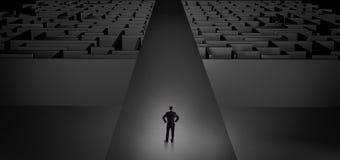 Επιχειρηματίας που πηγαίνει κατευθείαν δύο σκοτεινοί λαβύρινθοι Στοκ Εικόνα