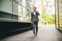 επιχειρηματίας που πηγαί& Στοκ φωτογραφία με δικαίωμα ελεύθερης χρήσης