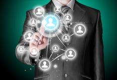 Επιχειρηματίας που πιέζει τα σύγχρονα κοινωνικά κουμπιά Στοκ εικόνα με δικαίωμα ελεύθερης χρήσης
