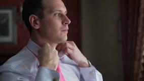 Επιχειρηματίας που προετοιμάζεται για τη σημαντική συνεδρίαση απόθεμα βίντεο