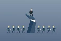 Επιχειρηματίας που στέκεται επάνω στο μεγάλο ηγέτη χεριών με την κύρια έννοια ηγεσίας ομάδας επιχειρηματιών διανυσματική απεικόνιση