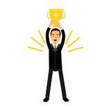 Επιχειρηματίας που στέκεται και που κρατά το χρυσό φλυτζάνι νικητών πέρα από το κεφάλι, την επιχειρησιακή πρόκληση και την απεικό απεικόνιση αποθεμάτων