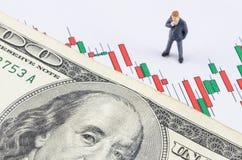 Επιχειρηματίας που στέκεται με το αμερικανικό δολάριο στο κερί stoc Στοκ Φωτογραφίες