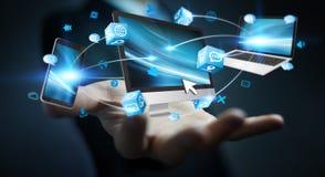 Επιχειρηματίας που συνδέει τις εφαρμογές συσκευών και εικονιδίων τεχνολογίας τρισδιάστατες σχετικά με Στοκ εικόνα με δικαίωμα ελεύθερης χρήσης
