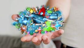 Επιχειρηματίας που συνδέει τις εφαρμογές συσκευών και εικονιδίων τεχνολογίας Στοκ εικόνα με δικαίωμα ελεύθερης χρήσης