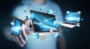 Επιχειρηματίας που συνδέει τις εφαρμογές συσκευών και εικονιδίων τεχνολογίας τρισδιάστατες σχετικά με Στοκ φωτογραφία με δικαίωμα ελεύθερης χρήσης