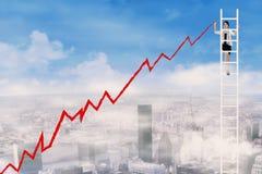 Επιχειρηματίας που σύρει ένα διάγραμμα αύξησης Στοκ Εικόνα