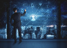 Επιχειρηματίας που σύρει το κοινωνικό σχέδιο σύνδεσης μέσων Στοκ Εικόνες