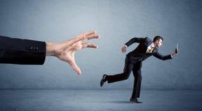 Επιχειρηματίας που τρέχει από το χέρι Στοκ εικόνες με δικαίωμα ελεύθερης χρήσης