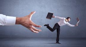 Επιχειρηματίας που τρέχει από το χέρι Στοκ Εικόνες